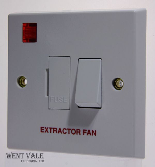 "Volex - VX1081EF - 13a White Moulded Sw Fd Spur + Neon Marked ""Extractor Fan"""